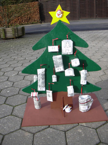 File:Adventskalender im Bau.jpg
