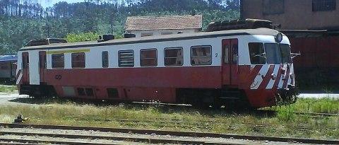 Automotora da Série 9300, na estação ferroviária de Sernada do Vouga.