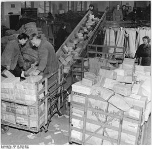 Bundesarchiv Bild 183-60958-0001, Berlin, Post...