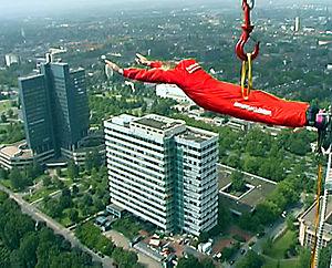 bungee jumping vom Dortmunder Fernsehturm; Pla...