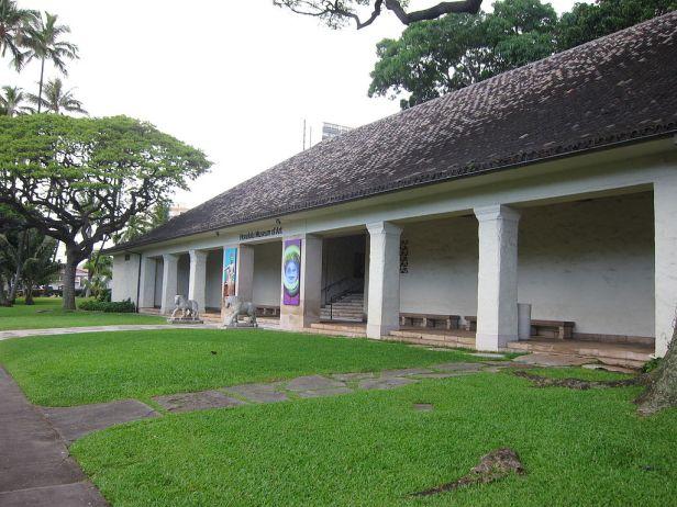 Honolulu Museum of Art - entrance veranda