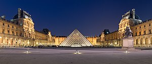 English: Courtyard of the Museum of Louvre, an...