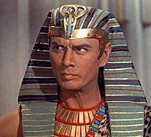 Cropped screenshot of Yul Brynner as Ramses fr...