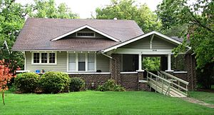 English: House at 1936 Maplewood Drive in the ...