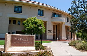 English: The College of Business building at C...