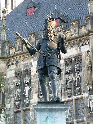 Deutsch: Karlsbrunnen in Aachen mit dem Aachen...