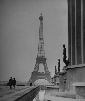 English: Picture of the Eiffel Tower taken in ...