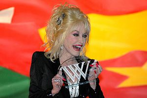 Dolly Parton accepts Woodrow Wilson Award