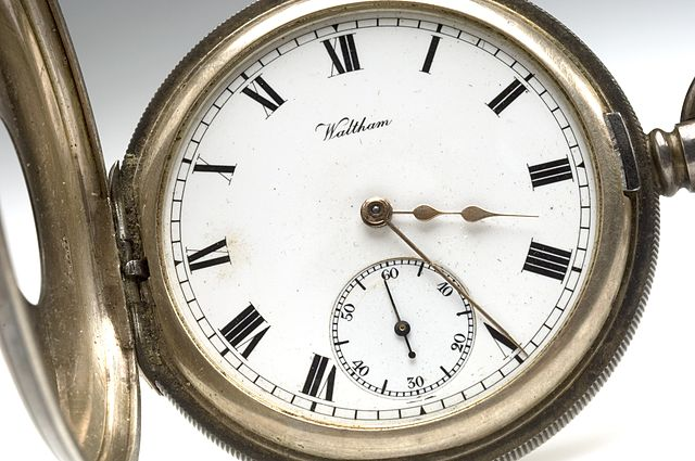 https://i2.wp.com/upload.wikimedia.org/wikipedia/commons/thumb/6/6a/Pocket_watch_from_Sir_Henry%27s_pocket_at_his_death_Wellcome_L0044019.jpg/640px-Pocket_watch_from_Sir_Henry%27s_pocket_at_his_death_Wellcome_L0044019.jpg