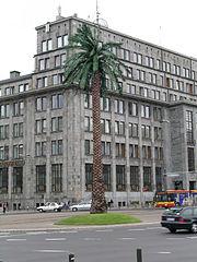 https://i2.wp.com/upload.wikimedia.org/wikipedia/commons/thumb/6/6a/Warszawa-rondo_de_Gaulle%60a_palma.jpg/180px-Warszawa-rondo_de_Gaulle%60a_palma.jpg
