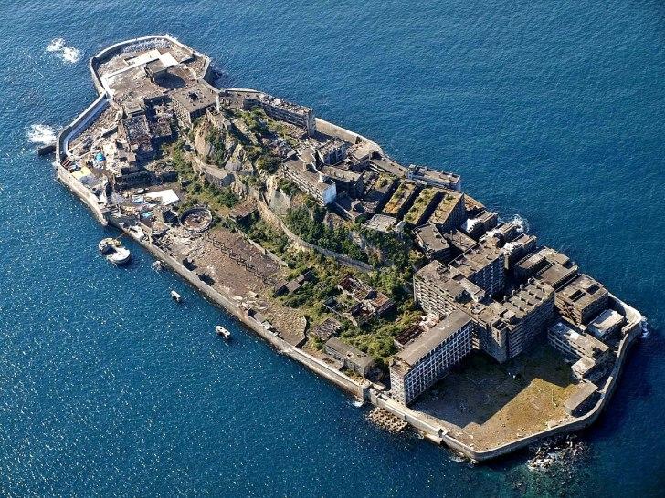 軍艦島の全景を撮影した写真