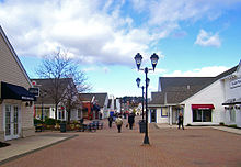 Woodbury Commons promenade.jpg