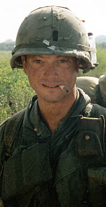 "English: Gary Sinise as the character ""Da..."