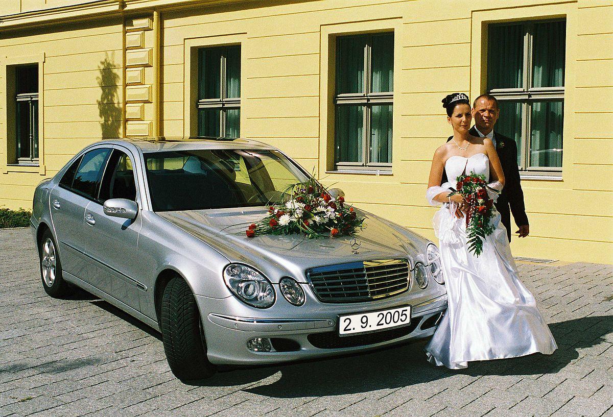 Bilderrahmen In Schwarz Mit Motiv Bestehend Aus Hochzeitsauto
