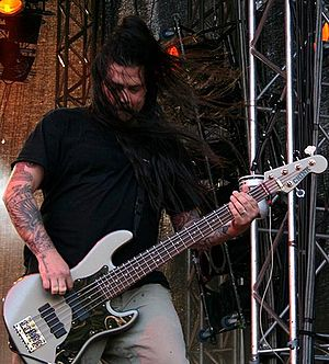 English: Bassist Chi Cheng of Deftones perform...