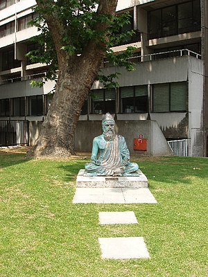 English: Statue of Tiruvalluvar, School of Ori...