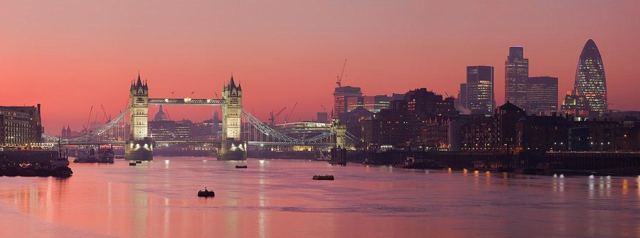 London Thames Sunset panorama - Feb 2008.jpg