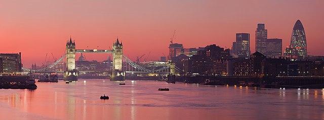 https://i2.wp.com/upload.wikimedia.org/wikipedia/commons/thumb/6/6e/London_Thames_Sunset_panorama_-_Feb_2008.jpg/640px-London_Thames_Sunset_panorama_-_Feb_2008.jpg