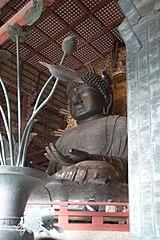 Patung Buddha di Todaiji, Nara, yang dibuat pada tahun 752.