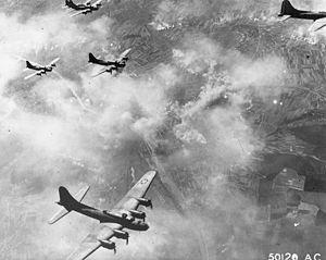 English: Boeing B-17F formation over Schweinfu...