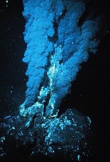 Derin deniz sıcak su kaynağı