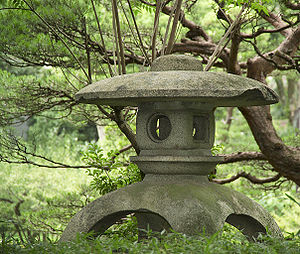 Stone lantern in the Shukkei-en garden, Hiroshima, Japan. (Photo credit: Wikipedia)
