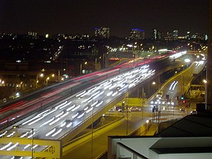 English: Night-time traffic on the Westway Pho...
