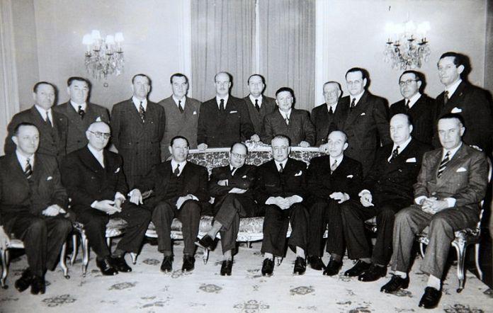 Archivo:Parlamentarios del Partido Liberal junto al Presidente Colombiano Carlos Lleras Restrepo.JPG