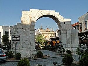 English: Ancient Roman triumphal arch (Al Khar...