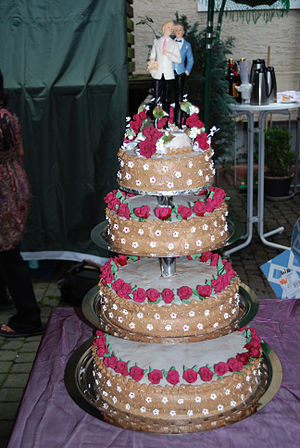 English: Wedding cake of a same-sex marriage, ...
