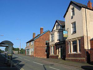 English: The Station pub and village post offi...