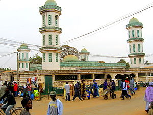 English: Mosque on Bundung Highway, Serekunda,...