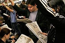 El uso del transporte público da a la ciudad un importante número de lectores de diarios.