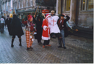 English: Mummers on Stamford High Street. Ente...