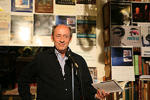 English: Billy Collins at D.G. Wills Books, La...