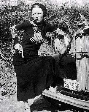 English: snapshot of criminal Bonnie Parker sm...