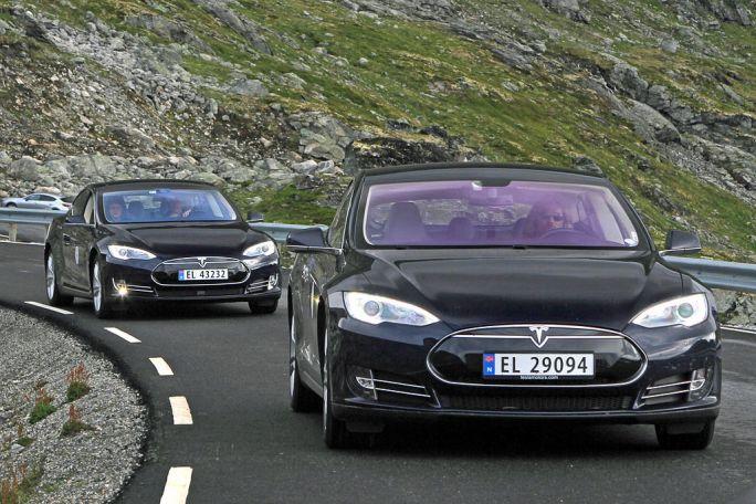 Elbilfestival i Geiranger two Tesla Model S electric cars