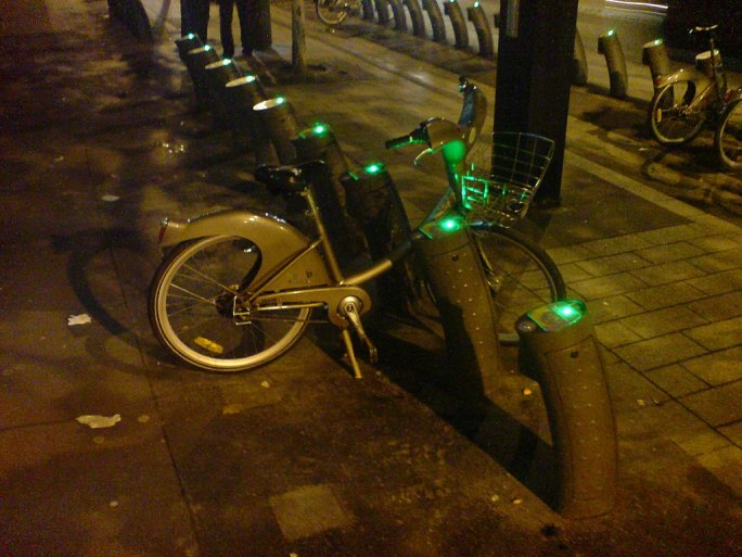 Sole Velib Left Glowing Green In The Dark