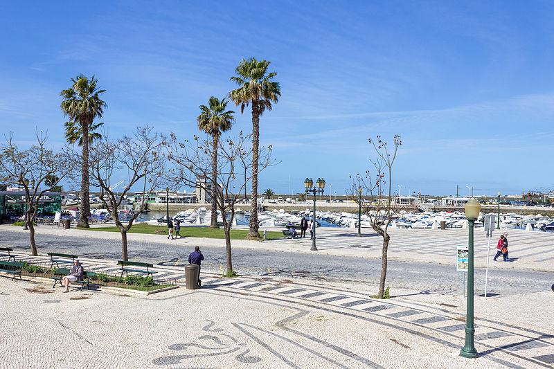 Shanta Mariya al-Gharb qui est de nos jours Faro la ville principale de la région portugaise de l'Algarve .