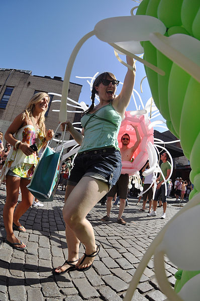 File:Alien Balloon Party (3715267974).jpg