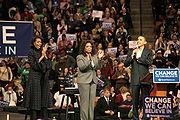 Michelle Obama, Oprah Winfrey en Barack Obama op Het Podium Van Een campagne rally.