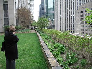 English: Rockefeller Center English Roof Garde...
