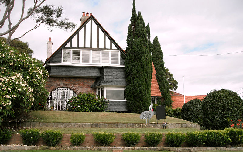 Arts and Crafts style at 16 Dudley Street South Coogee NSW