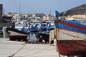 English: The harbour of Favignana, Italy.