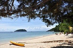 English: Beach on Manukan Island. Sulug Island...