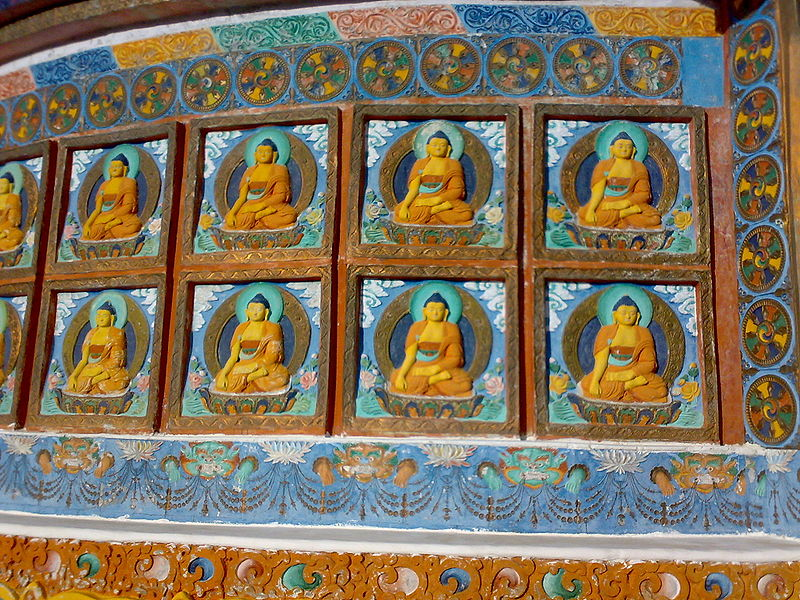 File:Shanti stupa buddhas.jpg