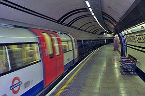 A London Underground 1995 Stock train pulls in...