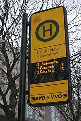 DFI integriert in Haltestellenschild am Carolaplatz in Dresden