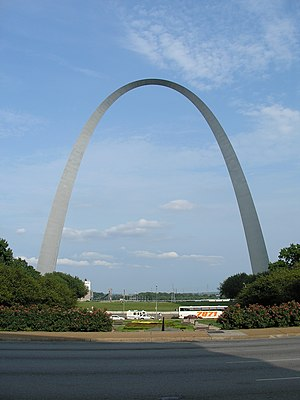 English: Gateway Arch, St. Louis, Missouri (lo...