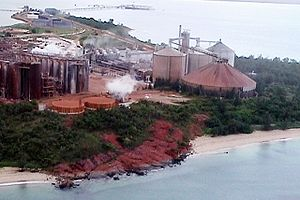 English: Bauxite processing plant at Nhulunbuy...